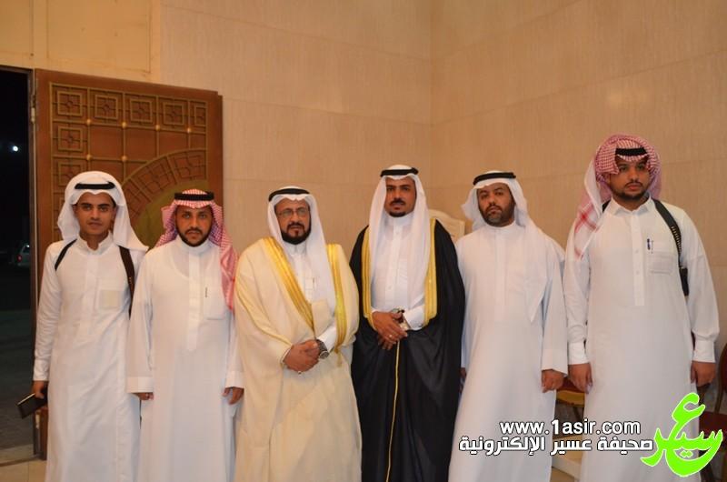 العريس مع بعض اصدقائه