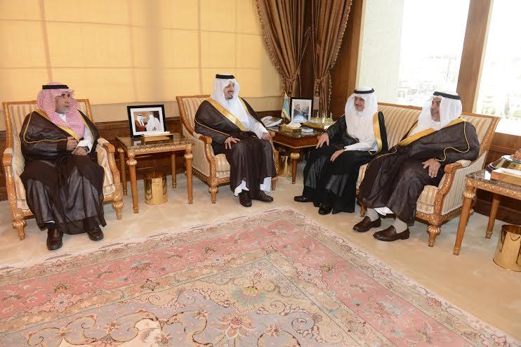 أمير عسير يستقبل وزير الشئون الاجتماعية بالإمارة1