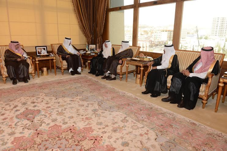 أمير عسير يستقبل وزير الشئون الاجتماعية بالإمارة2