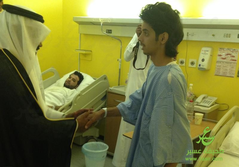 آل هذلول يعايد مرضى مستشفى بللسمر العام5