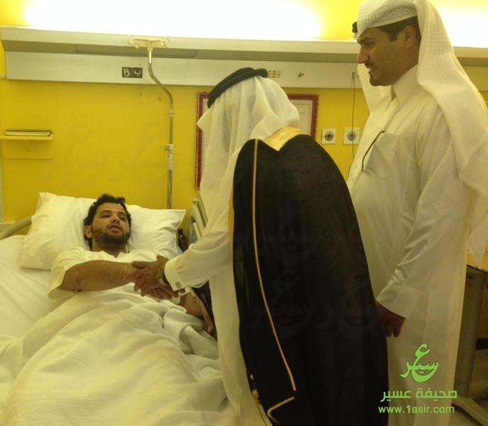 آل هذلول يعايد مرضى مستشفى بللسمر العام8
