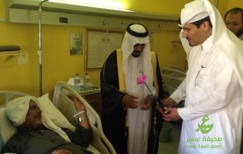 آل هذلول يعايد مرضى مستشفى بللسمر العام9