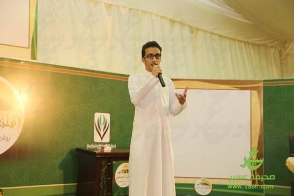 صالح ابو عمره في ملتقى آل حسين بللحمر1