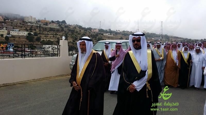 علكم عبد الله بن حامد يتقدم الضيوف لمنزل عبد العزيز فؤاد