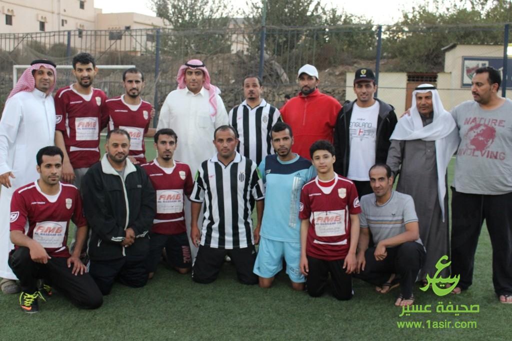 الأعمال عبدالعزيز الأزهري يتوسّط قادة أبها واللجنه المنظّمه  مع بعض النجوم المشاركين
